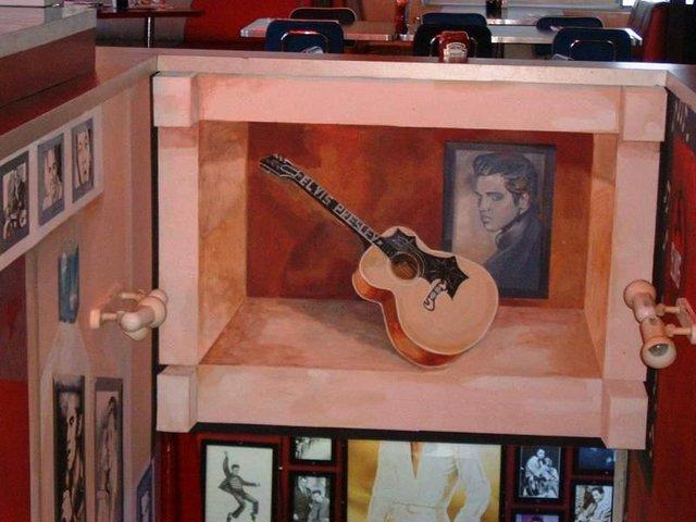 ציור קיר במסעדת Elvis אבו גוש