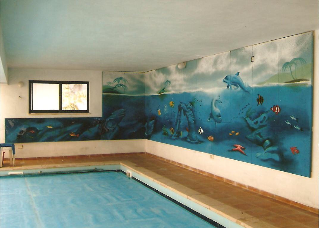 ציור קיר בבריכה