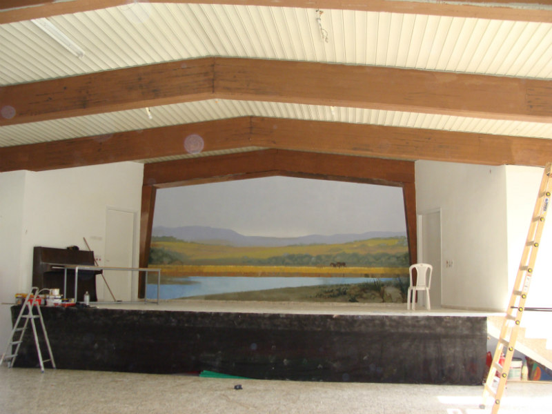 ציור קיר בחדר חזרות של בית ספר