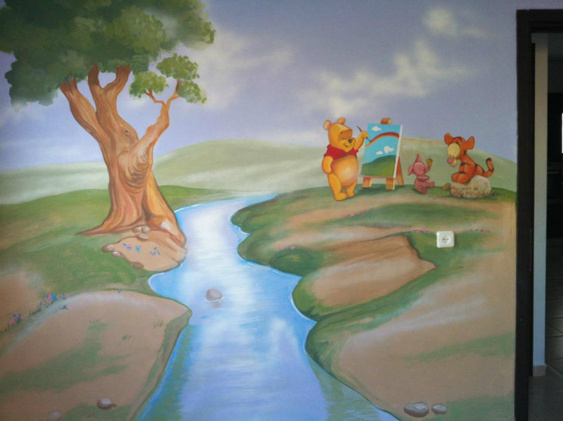ציור קיר של בייבי פו הדוב לחדר תינוקות