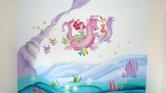 ציור קיר של בת הים מוכן