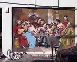 ציור גרפיטי בסגנון בארוק על הקיר החיצוני של מסעדת ג'ופאה בשוק הפשפשים