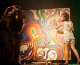 אנה קוגן ומאיה זגס מציירות ציור – להקת JACKET