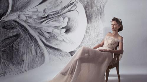 איפור מיקי בוגנים, ציורי קיר של פרחים אנה קוגן, דוגמנית קסיה סואן – צילום 1