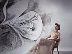 ציור הקיר של פרח שושן בסטודיו של מיקי בוגנים – צילום של דביר כחלון
