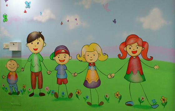 ציור קיר של ילדים במסדרון של מרכז שלווה ירושלים