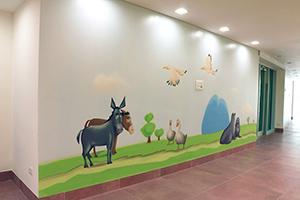 ציור קיר של זוג אווזים, כלבי ים וחמורים