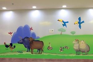 ציור קיר של זוגות התרנגולות, השוורים, הנחשים והכבשי