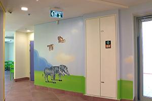 ציור קיר של זוג הזברות