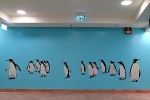 ציור קיר של פינגווינים