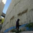 הקיר של בית מלון רימונים לפני ציור