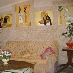 ציורי קיר בסגנון מצריים העתיקה בסלון זום