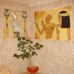 ציורי קיר מצרים העתיקה לסלון במושב תרום