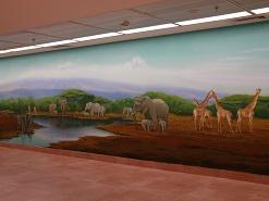 ציור קיר של הסוואנה האפריקנית עם חיות במרכז שלוה ירושלים