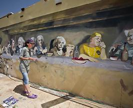 ציור גרפיטי הסעודה האחרונה בטיילת תל אביב צילום של החלק השמאלי