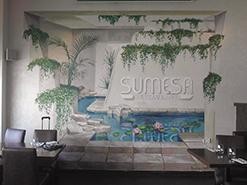 ציור קיר תלת ממדי של בריכה דקורטיבית במסעדת סומסה