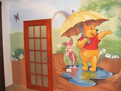ציור קיר לחדר ילדים של פו הדוב